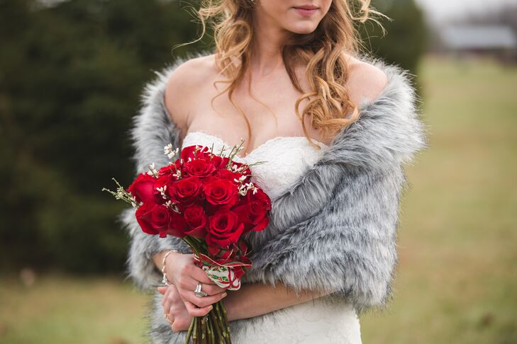To stay warm during her November wedding in Ohio without sacrificing her classic look, Elizabeth wore a gray fur shawl over her strapless wedding dress.