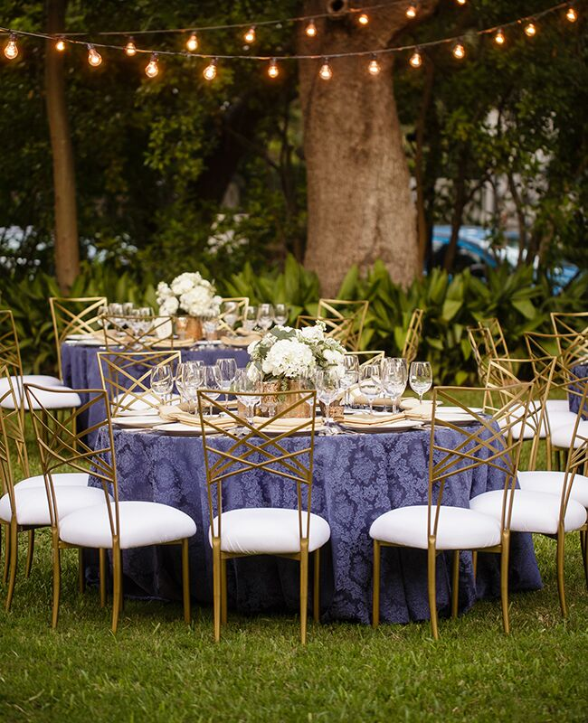 patterned tablecloths |\u003cimg class\u003d & 16 Ways to Dress Up Your Reception Tables With Pretty Patterns