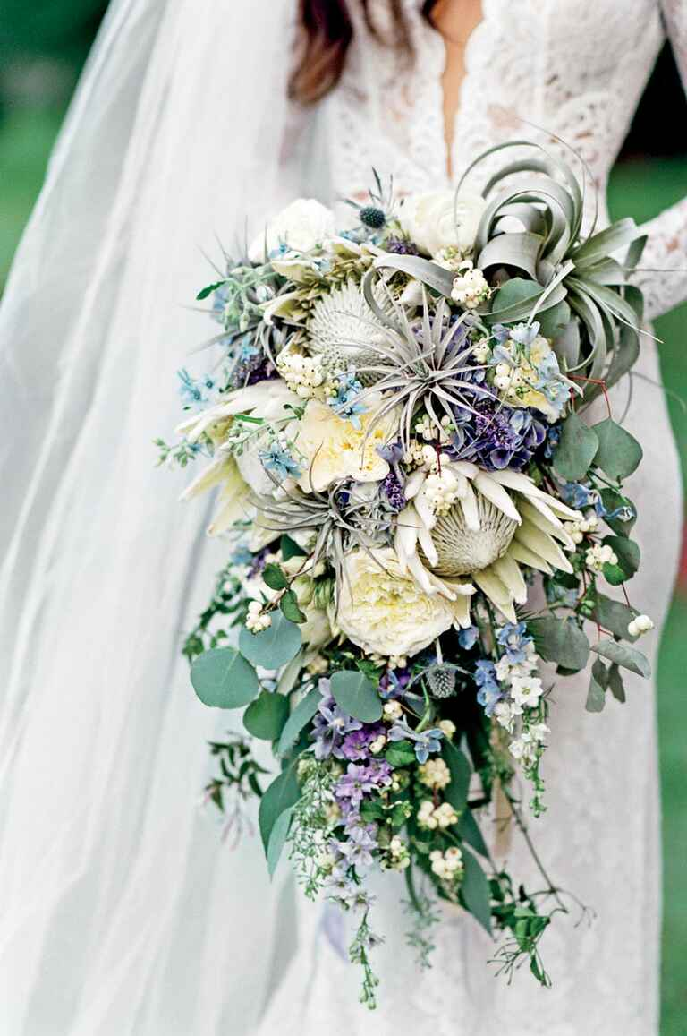 bouquet for wedding ideas alternative bridal bouquet trends to try this wedding season 2024