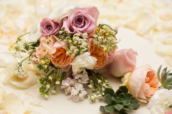 lavender and peach roses centerpiece