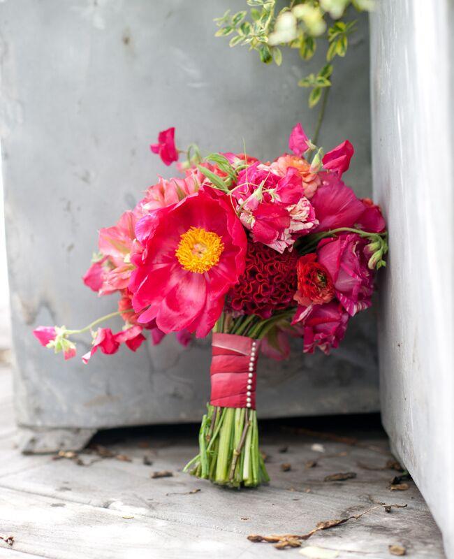 13 Pretty Ways to Wrap Your Bouquet