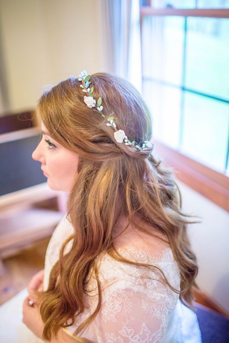 Dainty flower crown and half up hairstyle izmirmasajfo
