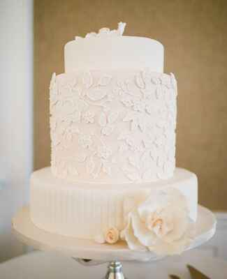 Blush Cake With Lacy Flowers |<img class=