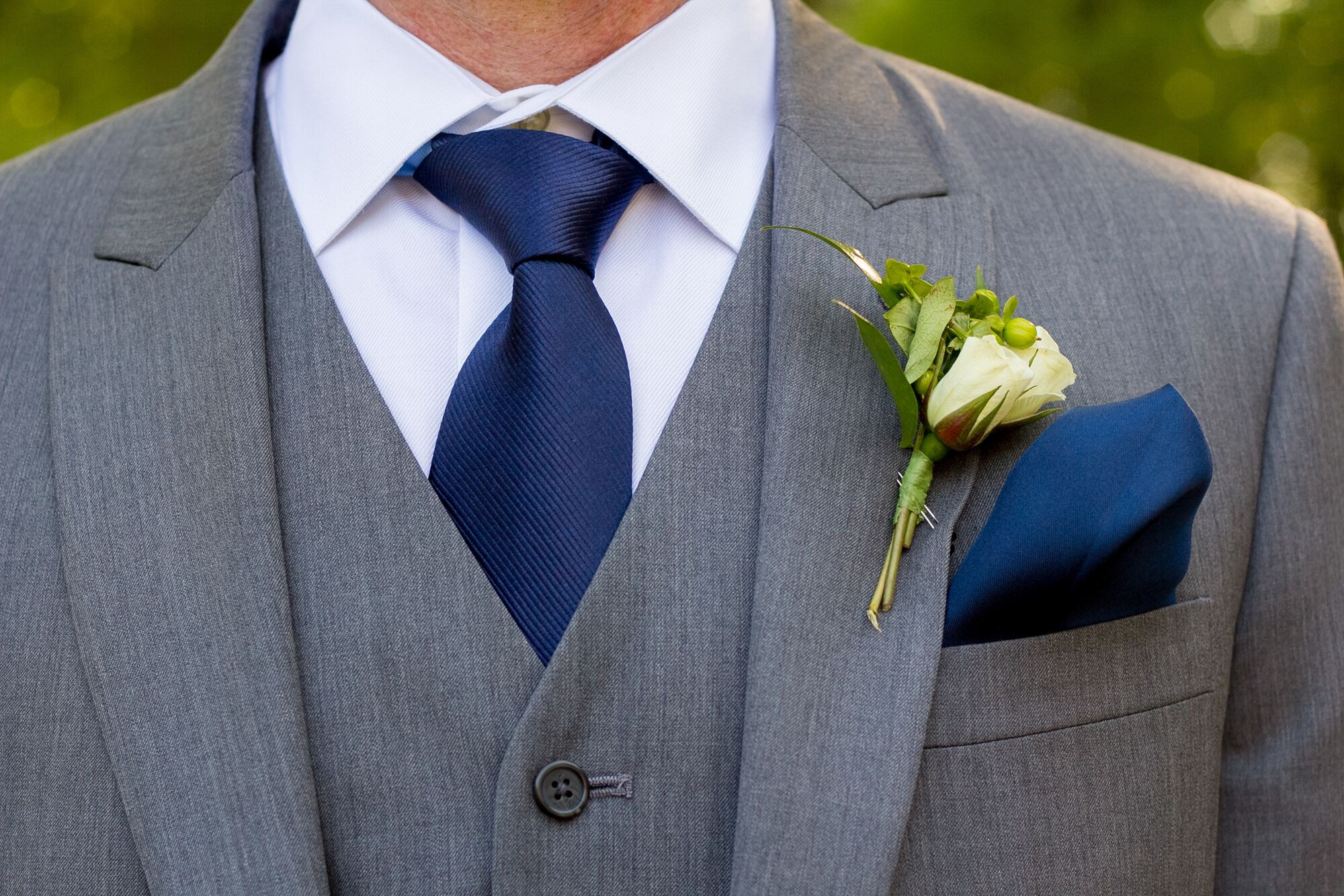Gray men 39 s wearhouse suit with navy tie and pocket square for Navy suit gray shirt