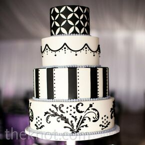 Delicieux Black And White Patterned Cake