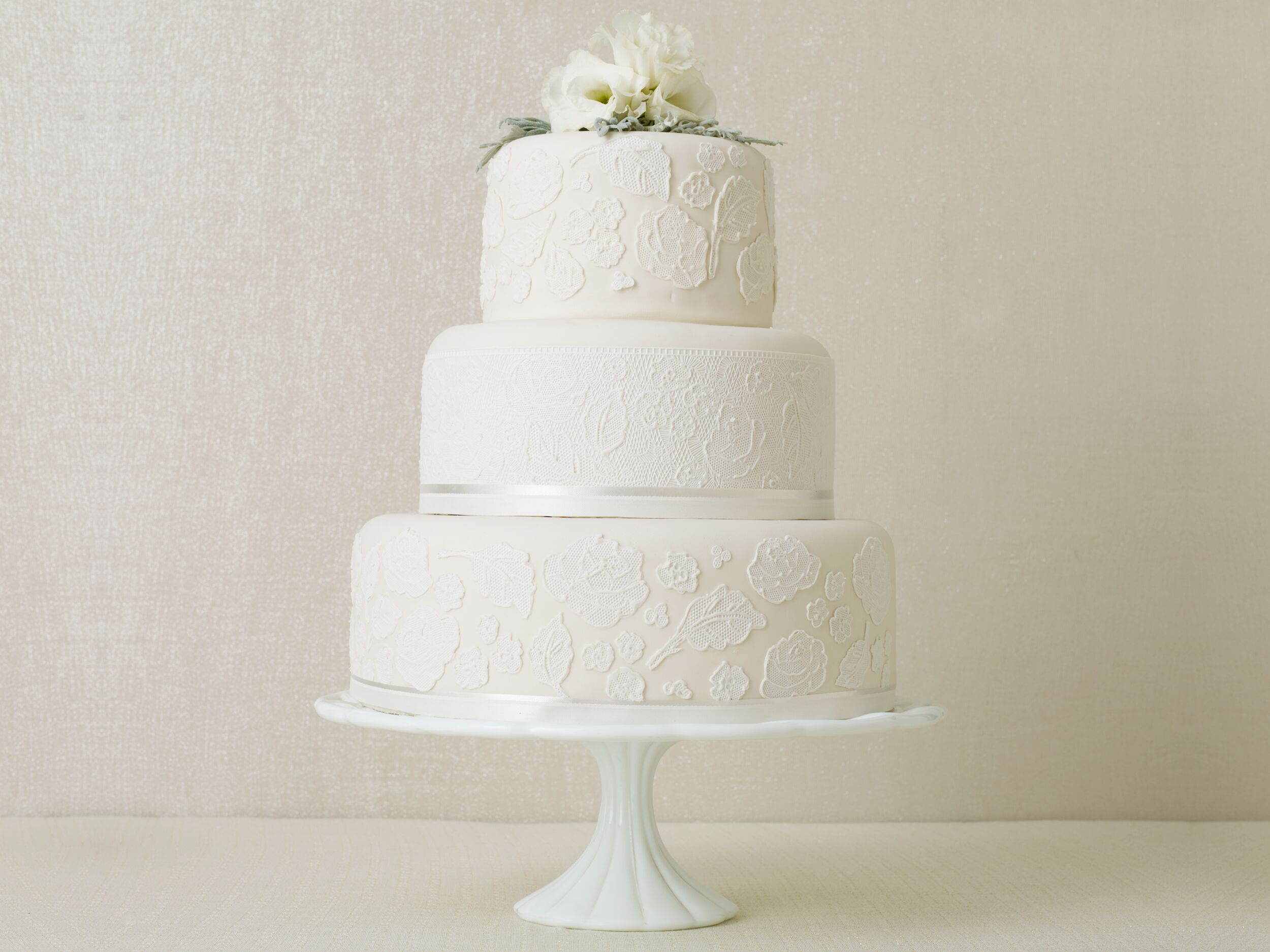 plain 3 tier wedding cake winter wedding cakes real weddings winter weddings 18630