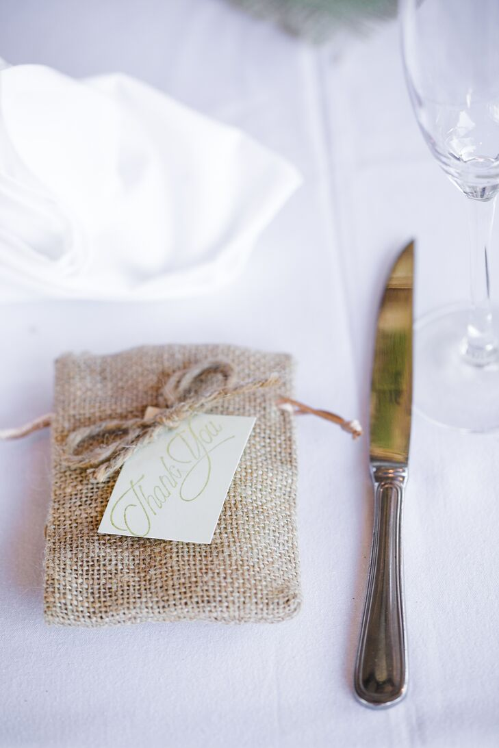 DIY Burlap and Mint Wedding Favors