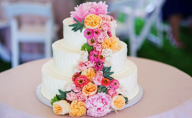 Feast Your Eyes on These 15 Fresh Flower Wedding Cakes