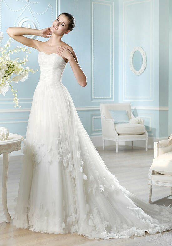 ST. PATRICK Glamour Collection - Calais Wedding Dress photo