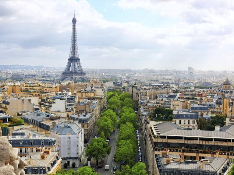Romantic city honeymoon in Paris, France