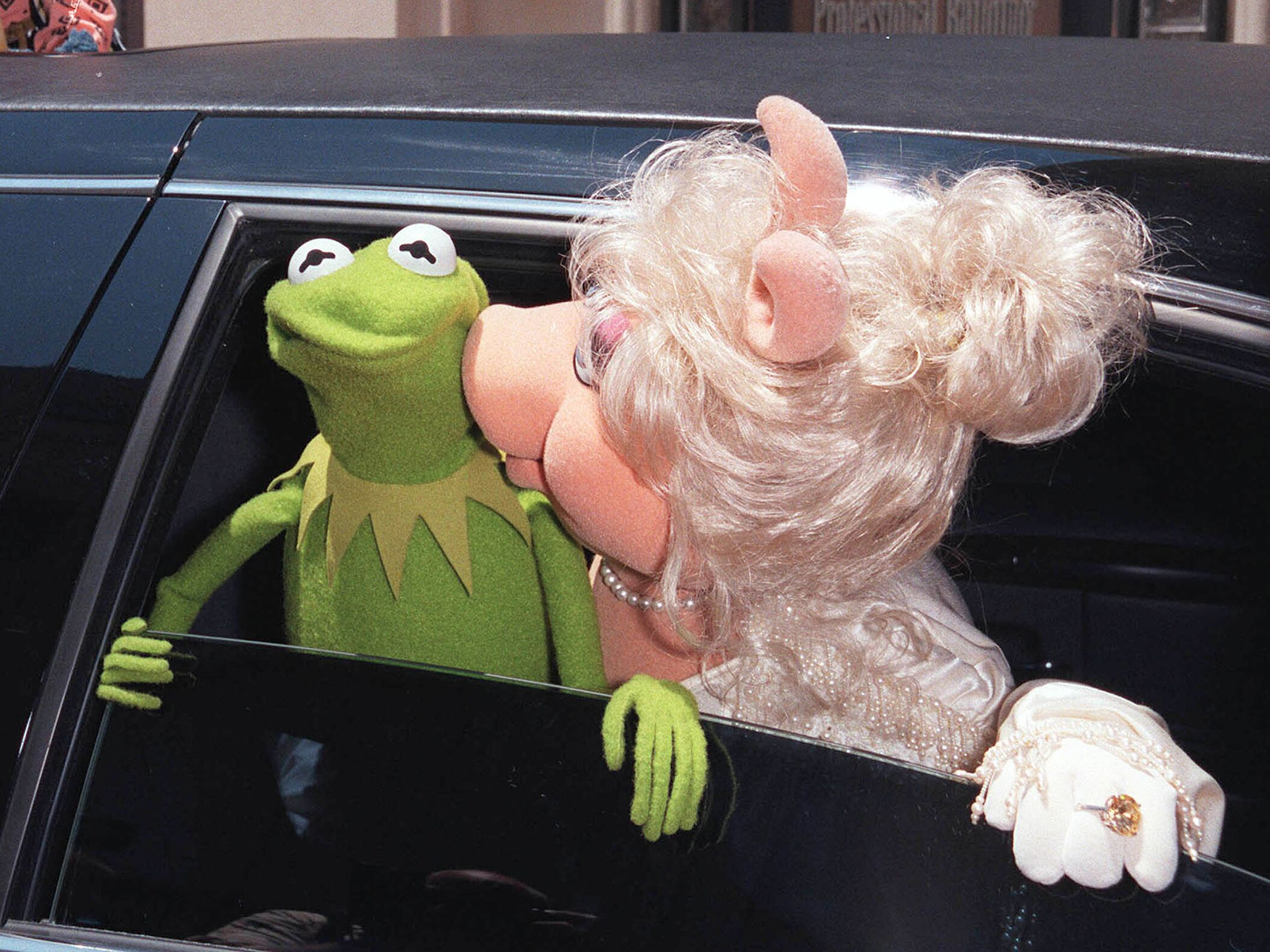 Everything You Need To Know About Kermit and Miss Piggy's Lavish Wedding