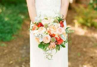 Ways to honor deceased loved ones at your wedding: Jodi Miller Photography / TheKnot.com