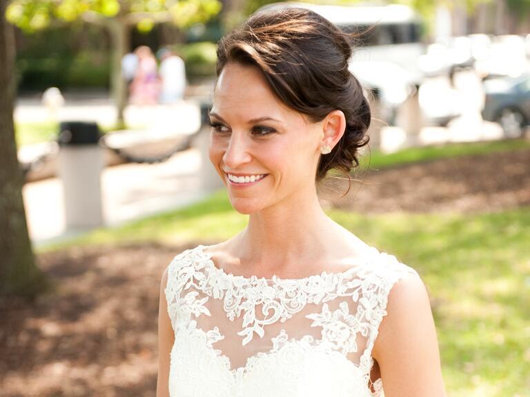 combina tu peinado con el escote de tu vestido de novia?