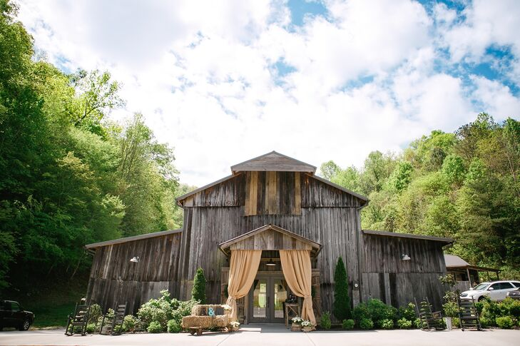 A Rustic Mountain Wedding At The Barn At Chestnut Springs In Sevierville Tennessee