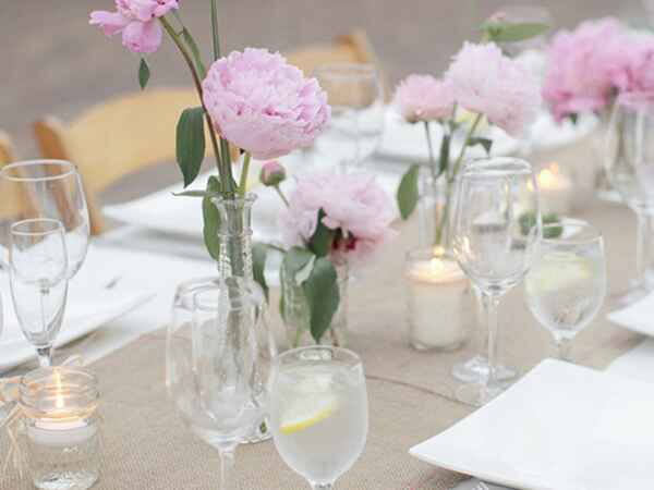We hand-picked tablescape ideas from across the spectrum that you can get inspired by for this coming spring season.