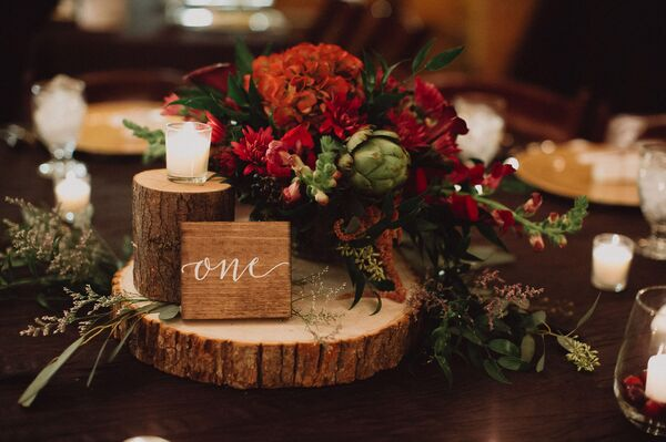 Winter wedding centerpieces rustic wintry red centerpiece on wooden pedestal junglespirit Image collections
