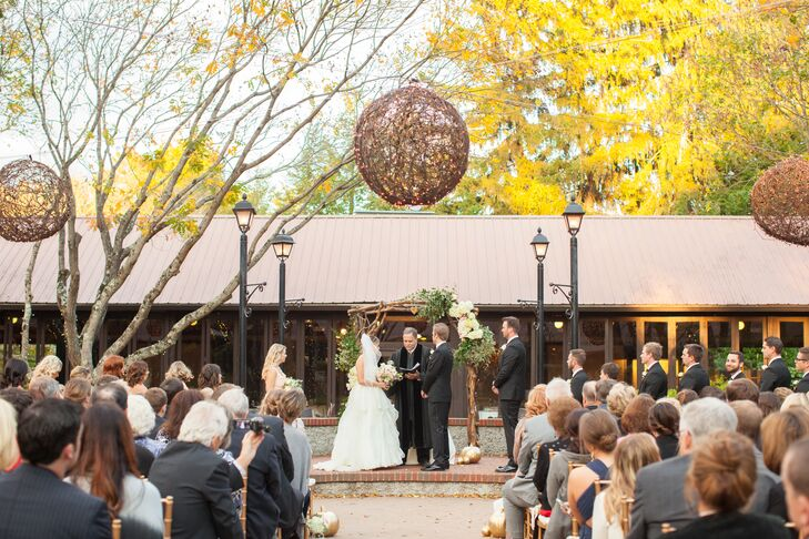 Since they were married in North Carolina during the fall,  Samantha and Brandon didn't want to over power the beautiful colors of the outdoor scenery.