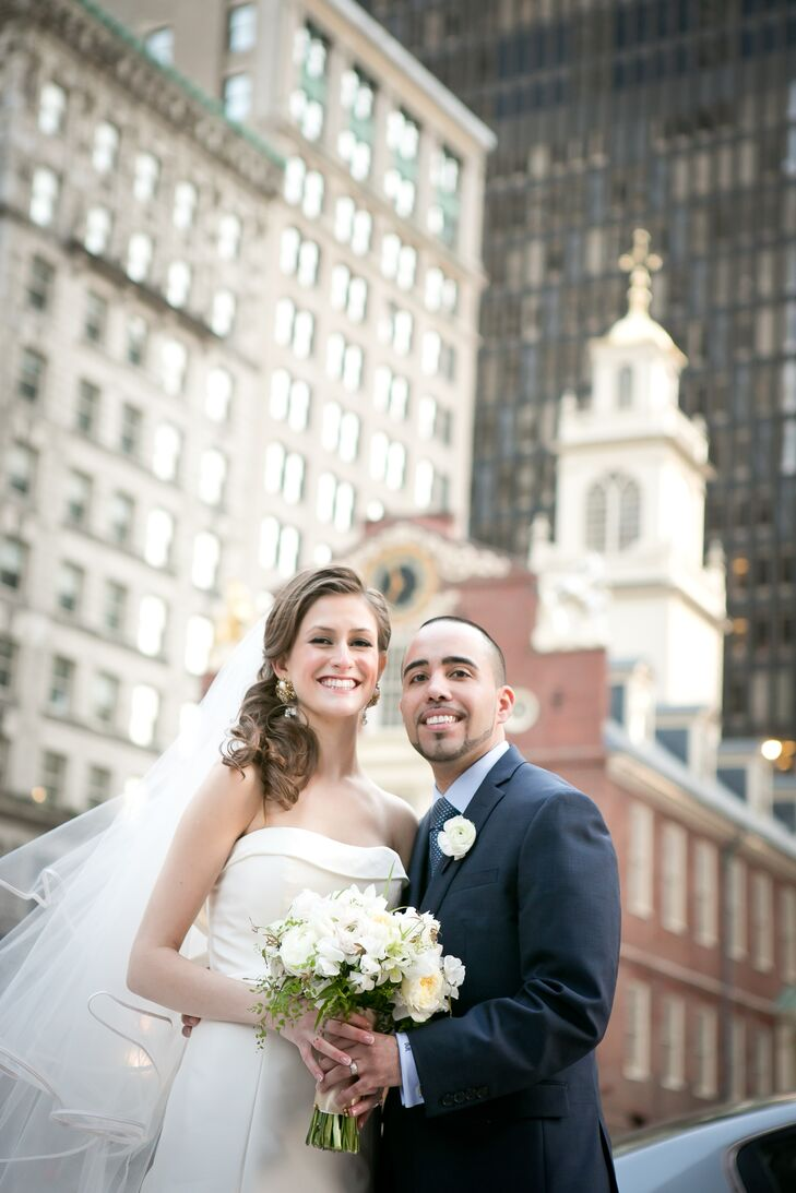 Alexandra Wildenhaus (25 and a staffing consultant and social media manager) and Dan Linares (32 and a project manager) planned a romantic, spring wed
