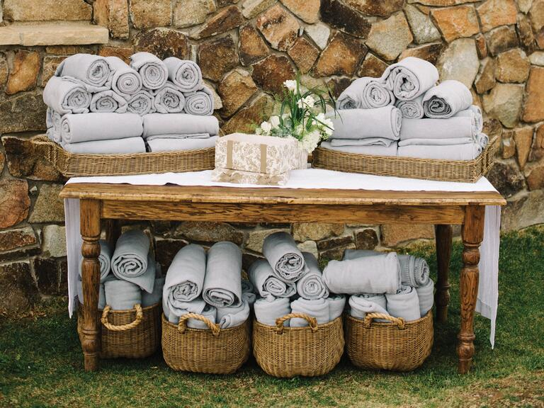 Blankets wedding favor