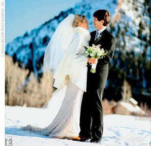 f380eaf438627 It was no surprise that Emily and Scott decided to exchange vows in a  winter wonderland