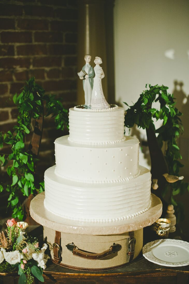 Lladro Porcelain Figurine Wedding Cake Topper