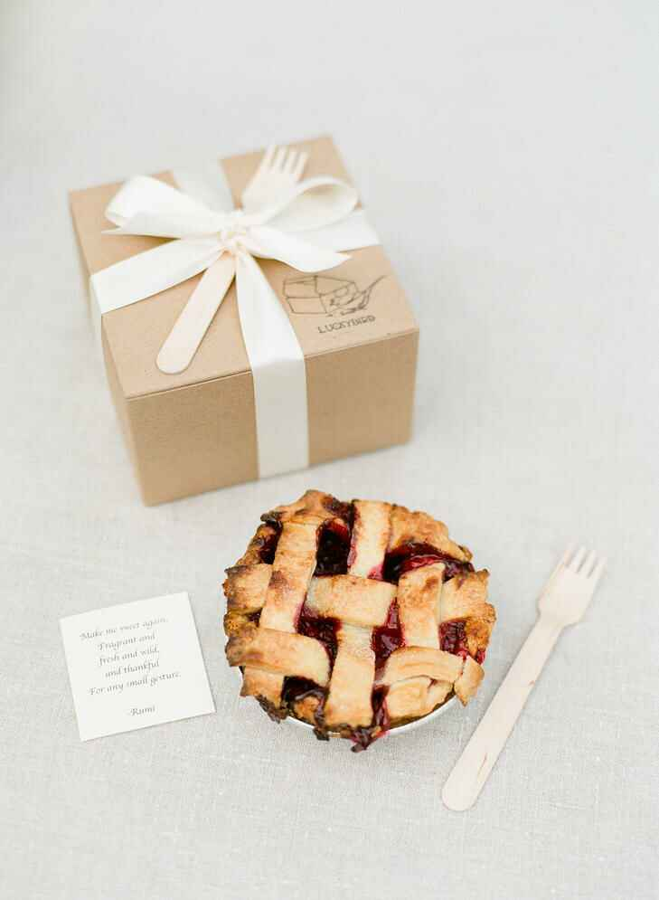 Rustic wedding favor idea with boxed pie