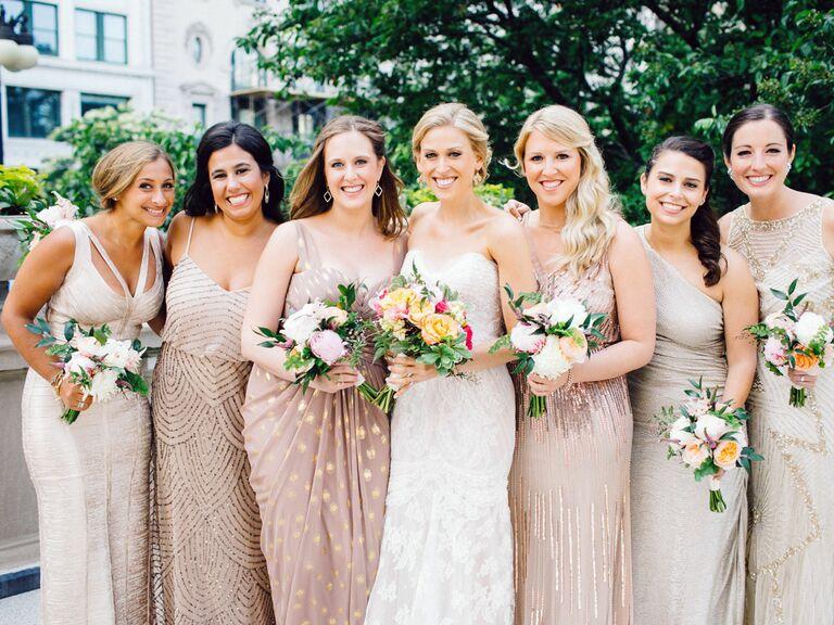 Áo cưới dáng dài và lấp lánh