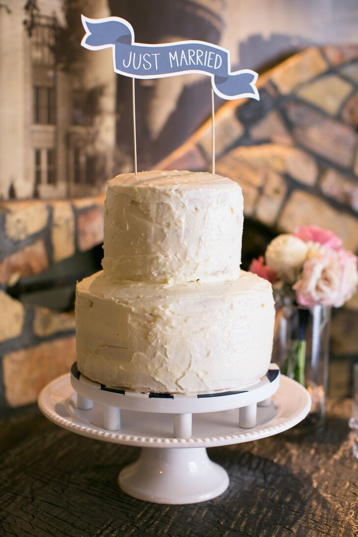 Leigh didn't have to search far for a baker -- her sister (and maid of honor) created the wedding cake from scratch!