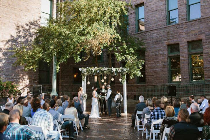A Vintage Wedding At The Old Courthouse Museum In Sioux