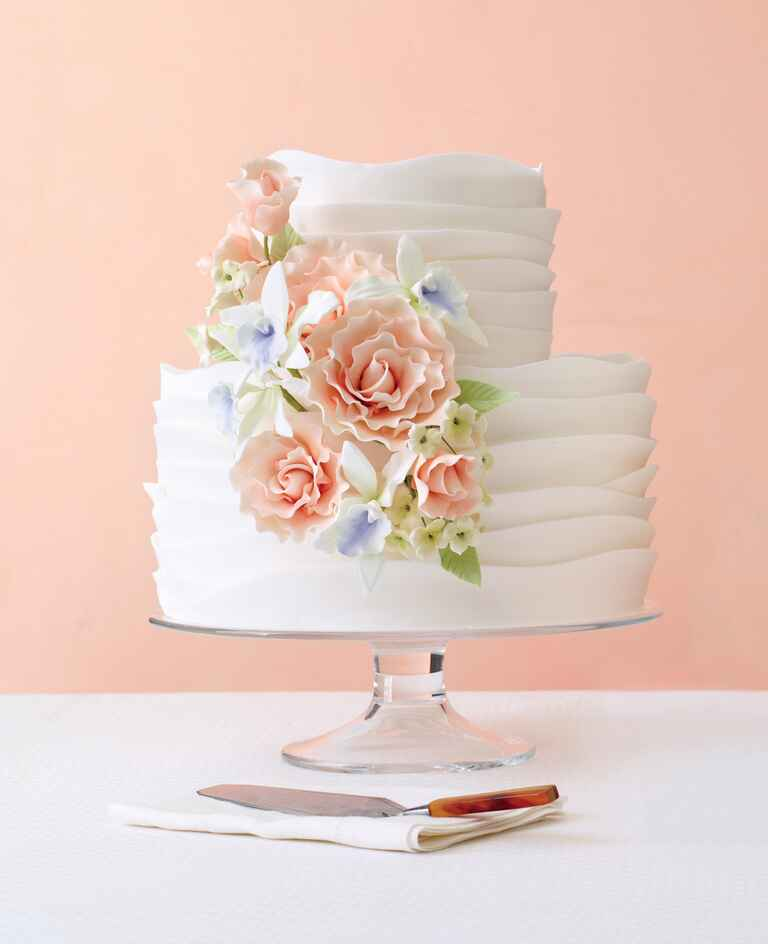 Betty Bakery ruffled wedding cake
