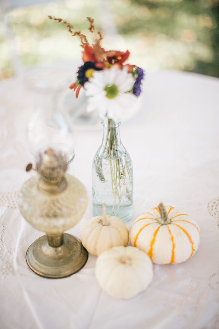 Simple Centerpieces With White Pumpkins and Vintage Lanterns