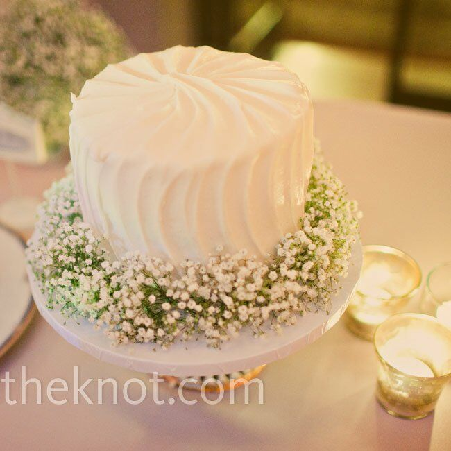 Baby\'s Breath Cake Decor
