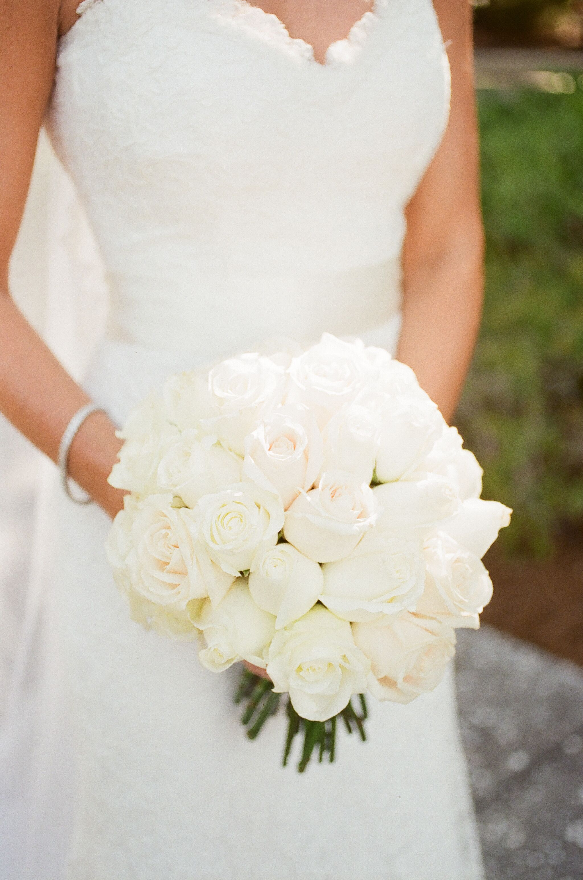 round wedding bouquet white bridal bouquet 7144