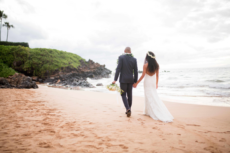 Beach wedding photos a romantic beach wedding at the four seasons resort maui in wailea hawaii junglespirit Images