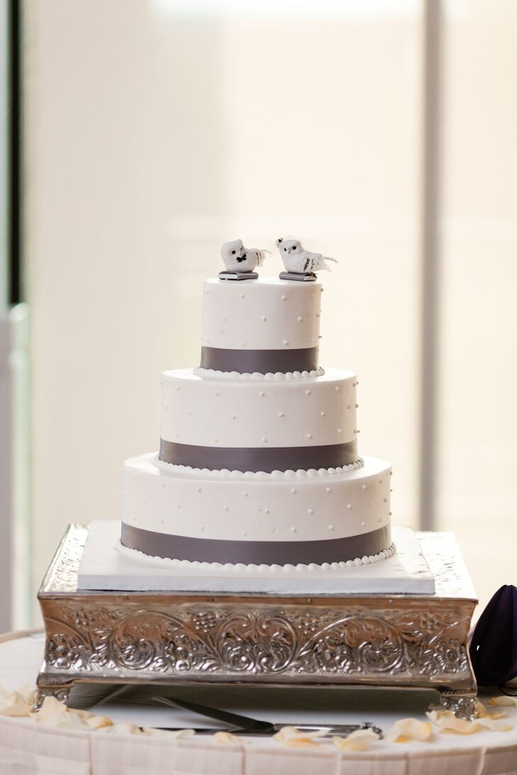 Yelena wanted to feature owls in her wedding day. Two owls acted as cake toppers for the classic wedding cake.