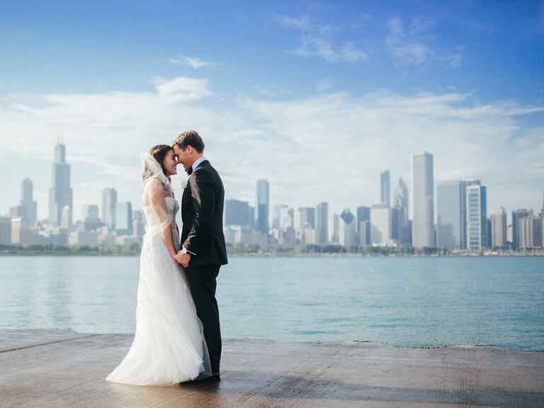 Bride and groom wedding photo with Chicago skyline