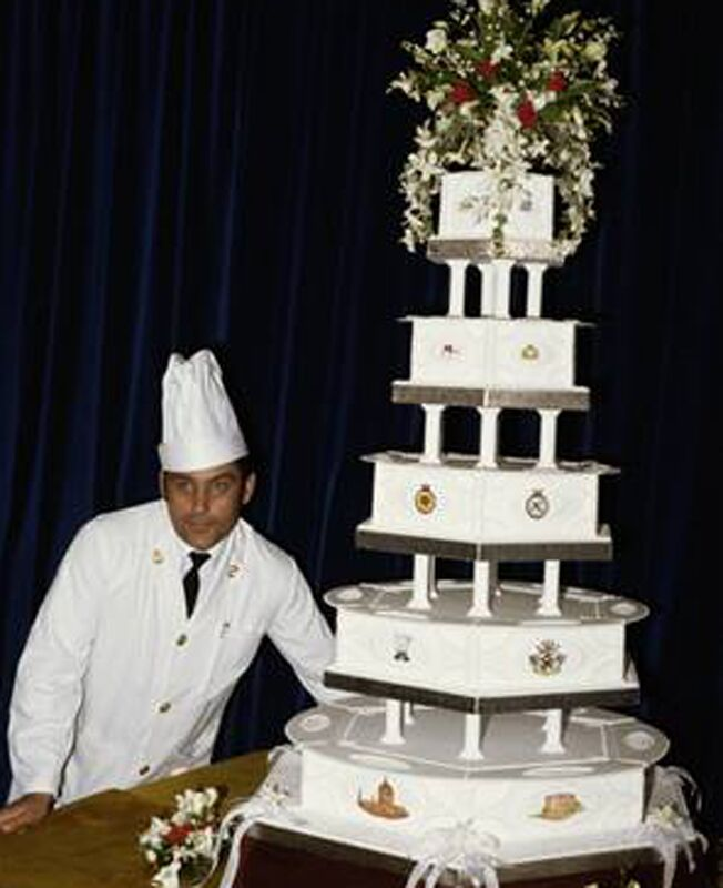 6 Retro Wedding Cakes That Cut It - Old Fashioned Wedding Cake