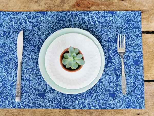 DIY No-Sew Fabric Placemats For Your Memorial Day Tablescape