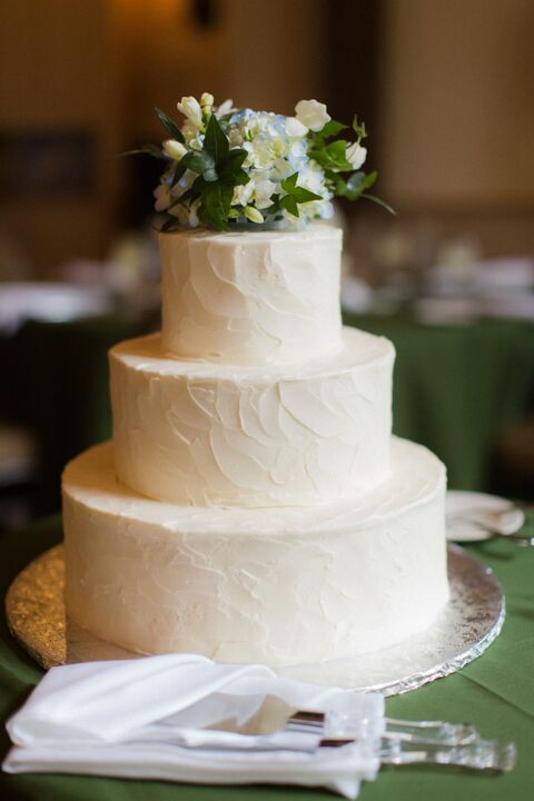 """We had beef, salmon and pumpkin ravioli,"" Hannah says. ""Since tomatoes were in season and we both love tomatoes, lots of our appetizers incorporated them, like bruschetta."" For dessert, they ate a beautiful white wedding cake with a floral cake topper."