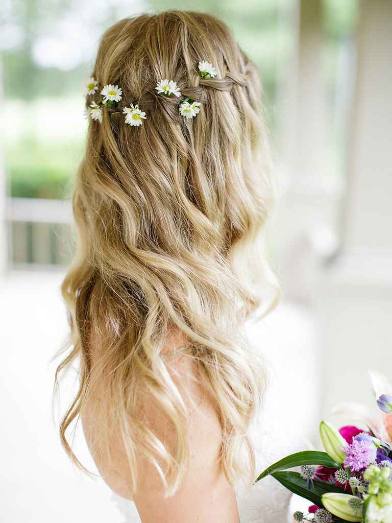 Loose waves with a braid and daisies