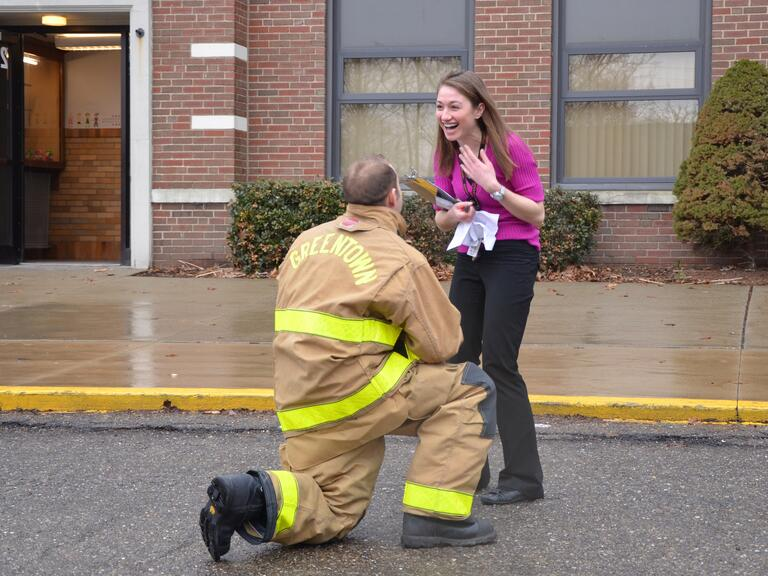 Firefighter marriage proposal to teacher