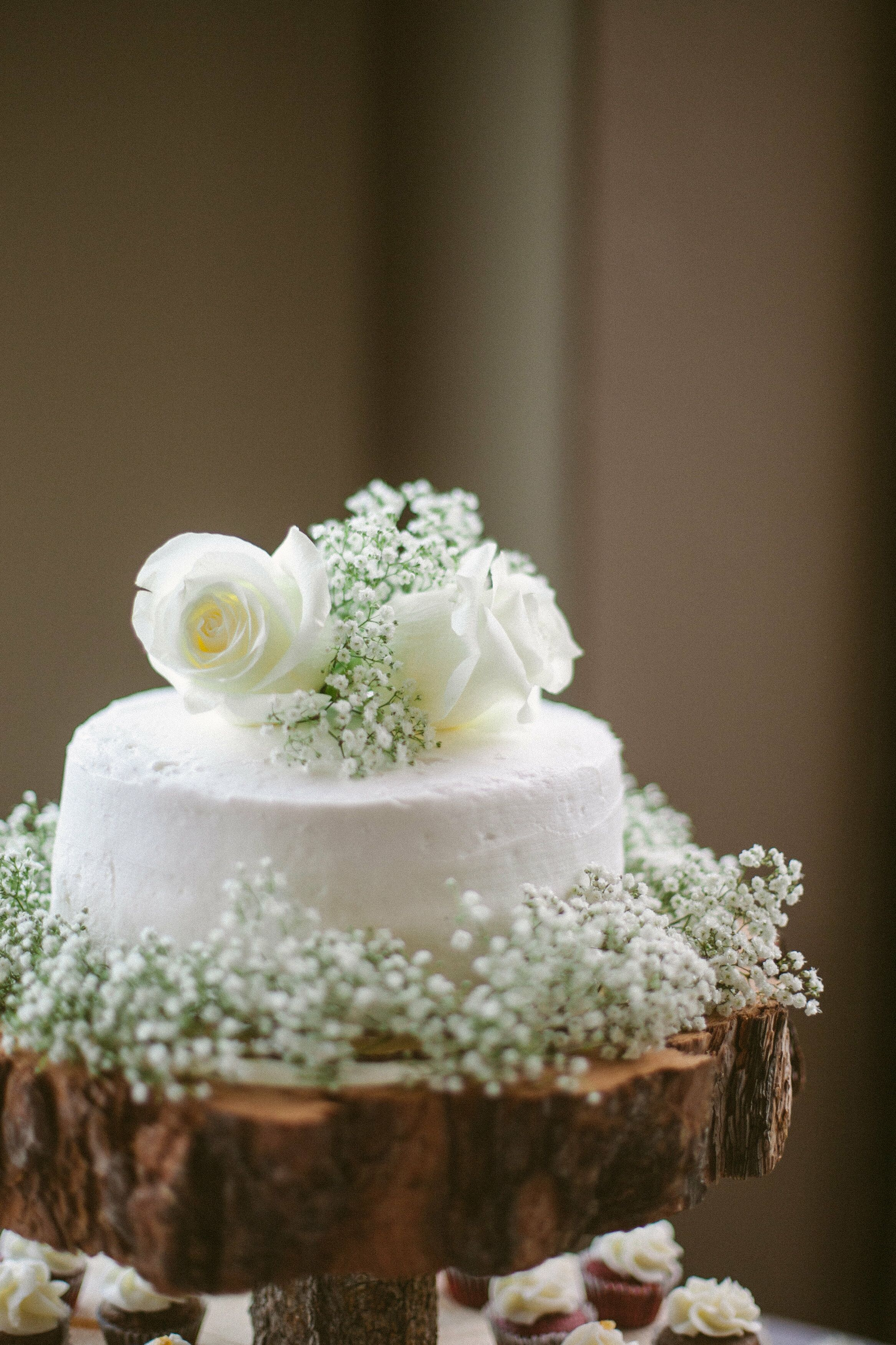 simple 1 tier wedding cakes one tier white buttercream wedding cake 19906