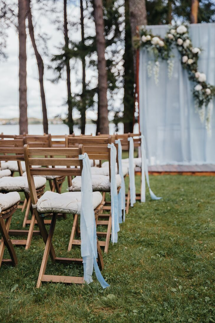 Chairs lining the aisle at Shishki Hotel in Zagorshchnya, Belarus, were simply tied with light blue ribbons.