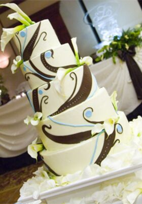 patricia wedding cakes reading ohio wedding cakes desserts in cincinnati oh the knot 18125