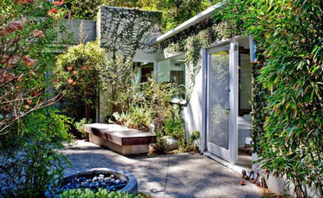 Jason Bateman's Ridiculously Lush Backyard Might Make You a Little Jealous