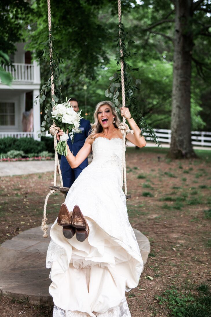 Courtney and Jason chose Cedarwood, just outside Nashville, Tennessee, for their rustic vintage-inspired wedding.