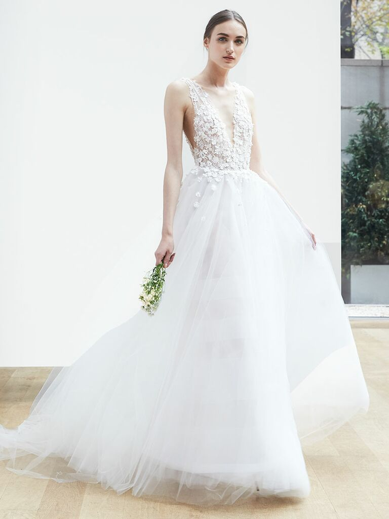 Oscar de la renta spring 2018 collection bridal fashion week photos oscar de la renta spring 2018 wedding dress with deep v neck lace bodice and junglespirit Image collections