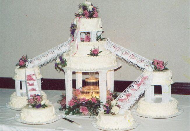 6 Retro Wedding Cakes That Cut It