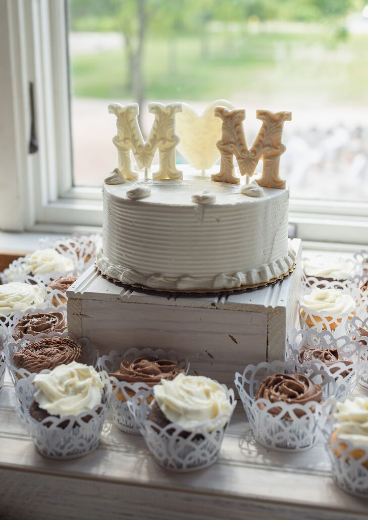 Edible Initials Simple Wedding-Cake Topper