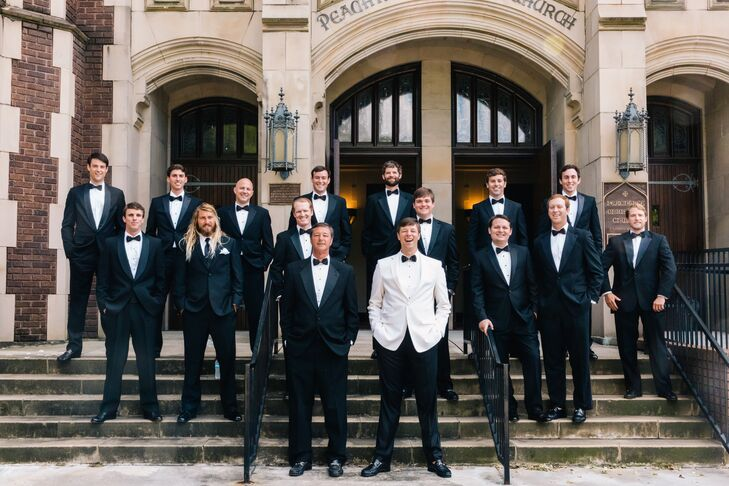 The groom chose his father as his best man and had 13 additional friends as his groomsmen. They wore matching black suits, while the groom donned a white suit to stand out.